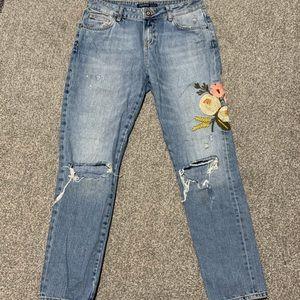 Embroidered boyfriend jeans!